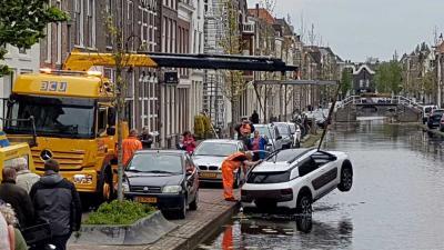 Duitse toeriste helpt bij redding te water geraakt gezin in Gouda
