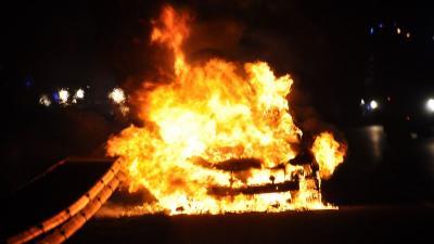 Auto volledig uitgebrand op A28 bij Eelde