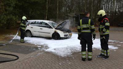 Auto uitgebrand op carpoolplaats Best