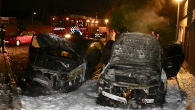 Twee auto's verwoest door brand in Boxtel