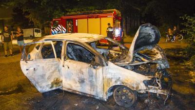 Auto gestript en daarna in brand gestoken Schiedam