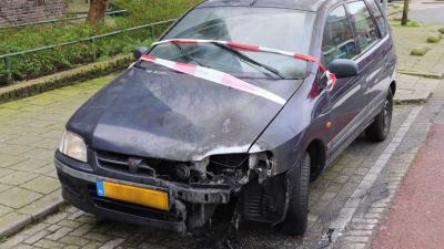Auto zwaar beschadigd door brand