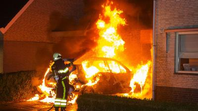 Auto brand uit op oprit woning in Boxtel