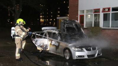 Auto in vlammen op door brandstichting