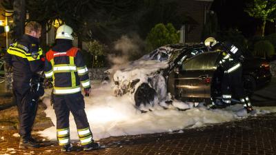 Bewoners opgeschrikt door autobrand in Sint-Michielsgestel