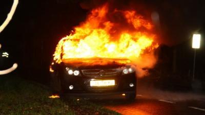 Foto van in brand gevlogen personenauto   Henk Brunink