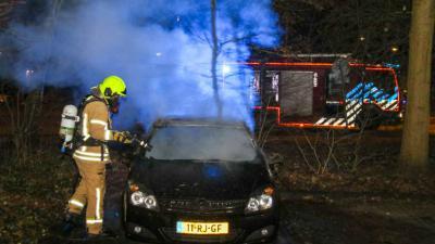 Auto in brand in Vlaardingen