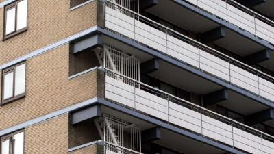 Woningbouwvereniging laat onveilige balkons met spoed repareren