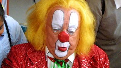 Nederlands meest bekende clown Bassie mag weer naar huis