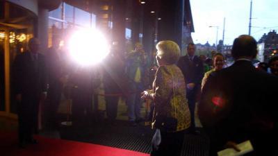 Galavoorstelling 50 jaar De Nationale Opera door prinses Beatrix bijgewoond