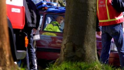 Man (23) omgekomen na botsing tegen boom