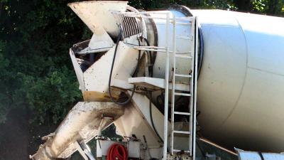 Man (53) overleden na bedrijfsongeval met betonwagen