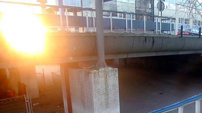 Jongen (15) in Bijlmer in kruis gestoken door passant