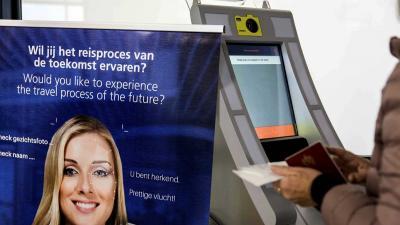 Test op Schiphol met 'biometrisch boarden'