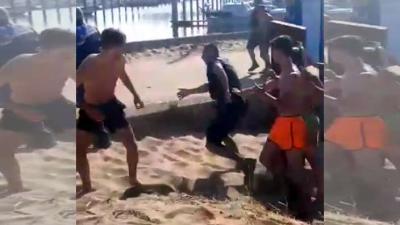 Boa's op strand van IJmuiden door jongeren belaagd