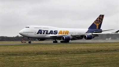 Voor het eerst een Boeing geland op airport Eelde