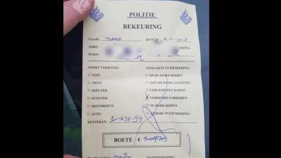 Politie krijgt 'boete' voor fout parkeren en moet 'betalen' in snoepjes