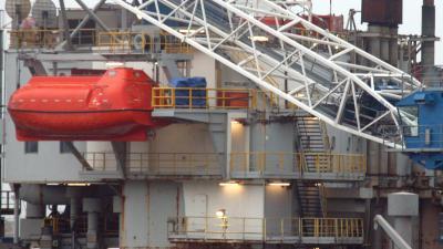 Greenpeace-actievoerders beklimmen boorplatform Shell