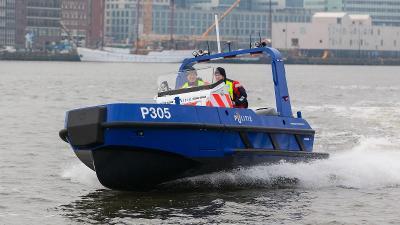 Eerste nieuwe snelle politieschip in gebruik genomen