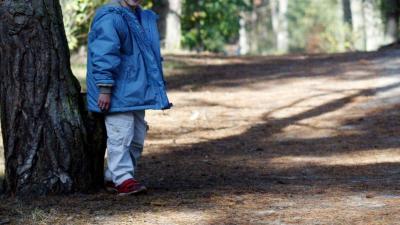 Jongetje van vijf brengt nacht alleen door in bos