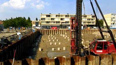 Foto van bouwplaats damwanden heimachine | Archief EHF