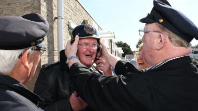 Oud-brandweerman Cor Geurtjes zeventig jaar lid van de brandweer Driebergen