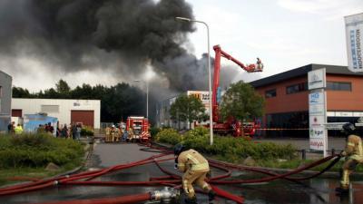 Grote brand bij bedrijf in Hellevoetsluis