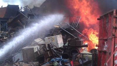 Zeer grote brand bij recyclingbedrijf in Tilburg