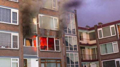 Mensen uit flat geëvacueerd bij brand