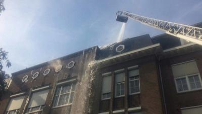 Brand op dak Fons Vitae Lyceum Amsterdam, 1 gewonde