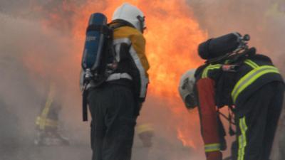 Oldtimer ontploft op snelweg bij Zeewolde