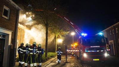 Woningen in Schijndel ontruimd om grote brand