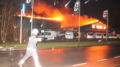 Bedrijven in as bij grote brand in Hoogeveen