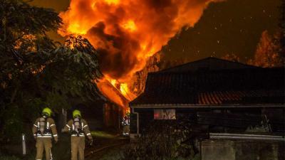 Grote brand legt woonboerderij in as