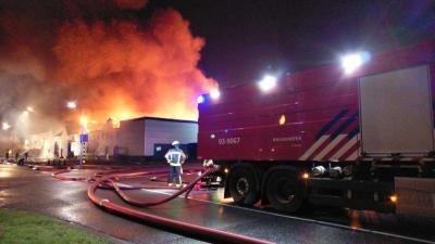 Brand verwoest kartcentrum in Hoogeveen