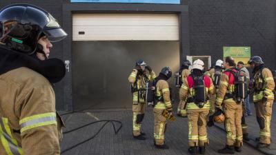 Mensen onwel bij brand in doe-het-zelf garage