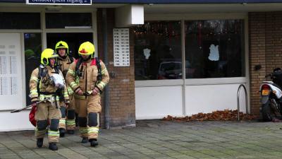 Brandweer naar melding brandlucht in flatwoning