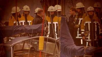 Foto van brandweer bij boot in jachthaven   Archief EHF