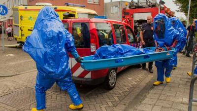 Foto van brandweer in chemiepak met brancard | Flashphoto | www.flashphoto.nl
