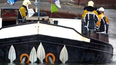 Foto van brandweermannen op binnenvaartschip | Archief EHF