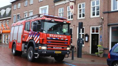 Brandweer verricht meting bij Grand Café Rembrandt in Boxtel