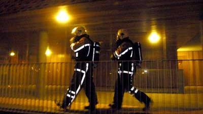 Foto van brandweermannen in donker   Archief EHF