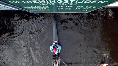 Man omgekomen bij bootongeluk brug Ouderkerk aan de Amstel