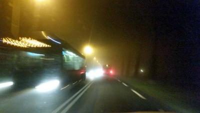 Onbekenden gooien in Heemskerk ruiten bus in
