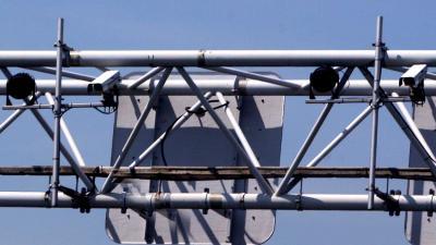 Politie ontwikkelt nieuwe flitscamera die bellen en appen vastlegd