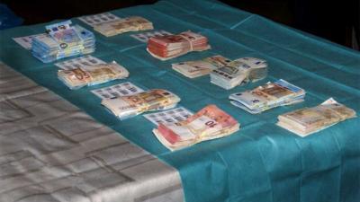 Politie neemt 325.000 euro cash in beslag bij onderzoek witwassen