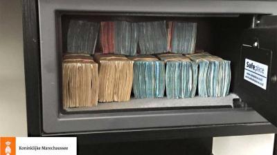 Brazilianen aangehouden op Schiphol met 3,5 ton aan cash