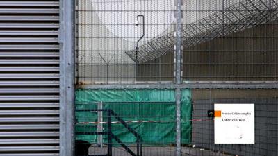 Foto van cellencomplex Schiphol uitzetcentrum | Archief EHF