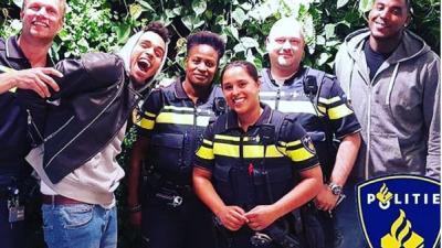 Chris Brown op Amsterdamse wallen op crossmotor aangehouden