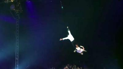 Circusartiesten vallen van tien meter hoogte tijdens act in Carré